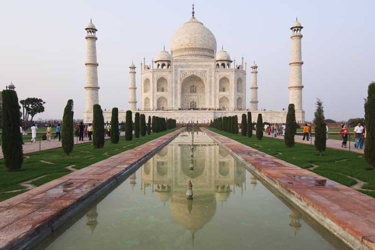 Taj Mahal- 8 Asia's must visit place in 2018