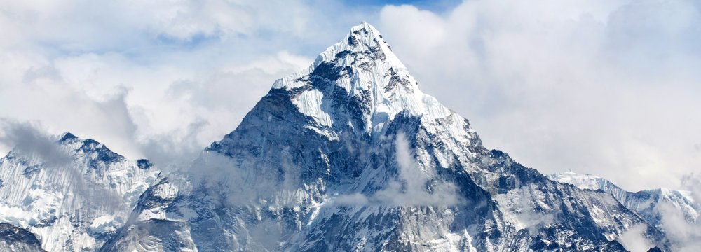 Where is Mount Everest Located ?